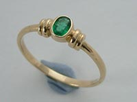 Pinkie POD Ring Oval Cabochon Emerald